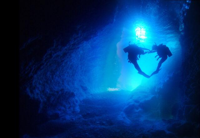 「青の洞窟」ダイビング&パラセーリング