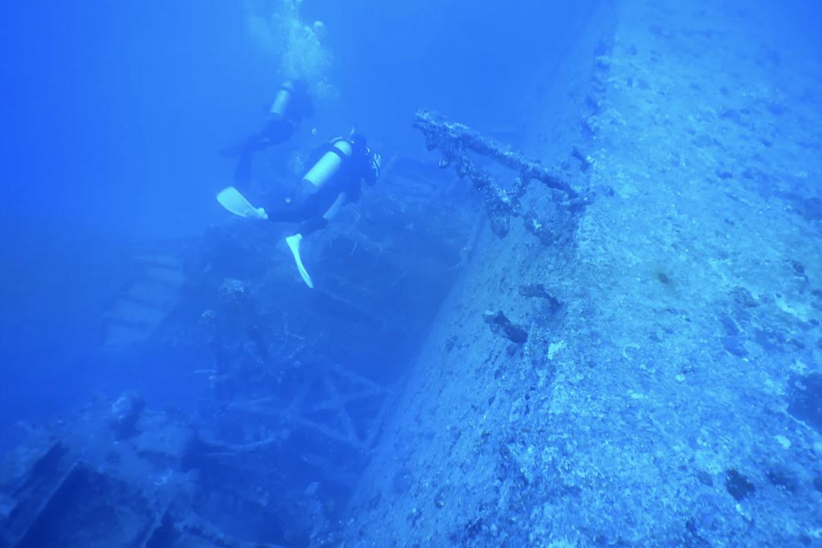 【沖縄本島こうり島】USSエモンズ沈船ダイビングコース(2ダイブ)写真撮影プレゼント (No.95)