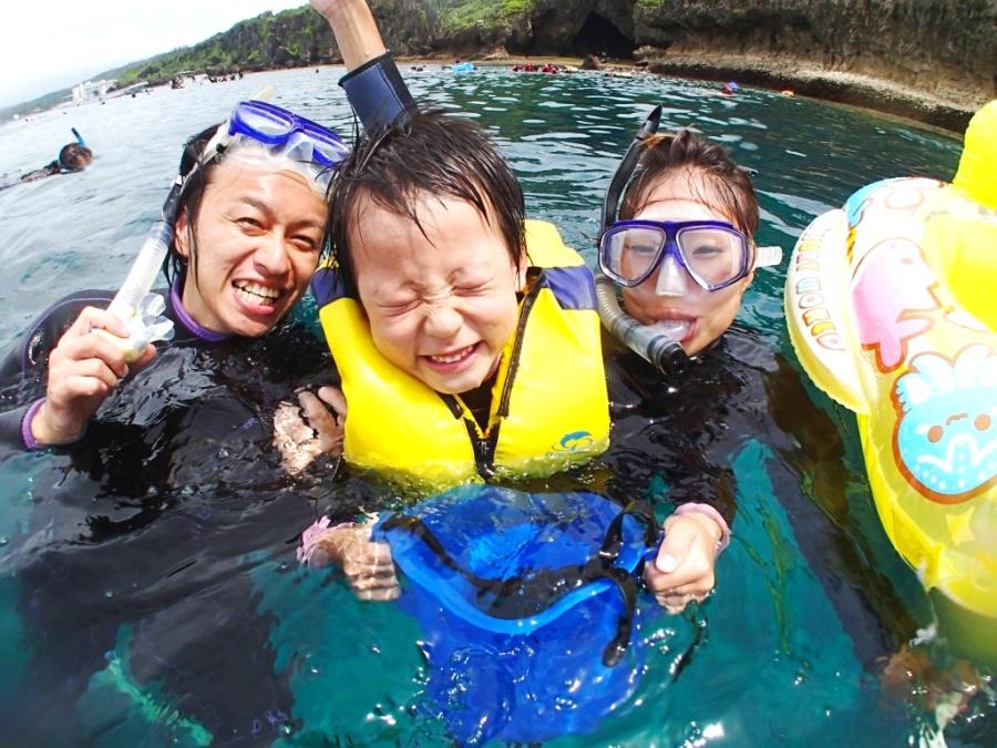 【恩納村】3歳から参加可能!カヤック&「青の洞窟」熱帯魚シュノーケリング(No.36)