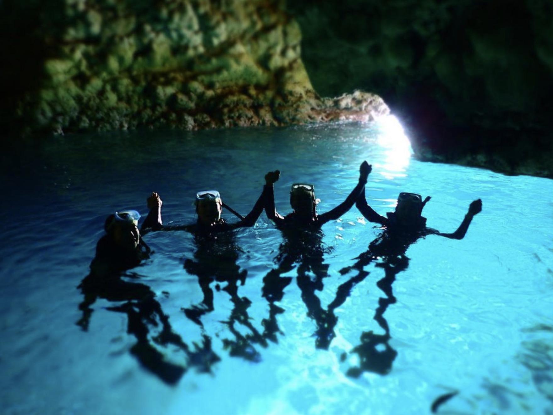 【恩納村】大好評!「青の洞窟」ボート体験ダイビング&絶叫ウォータートイ(No.7)