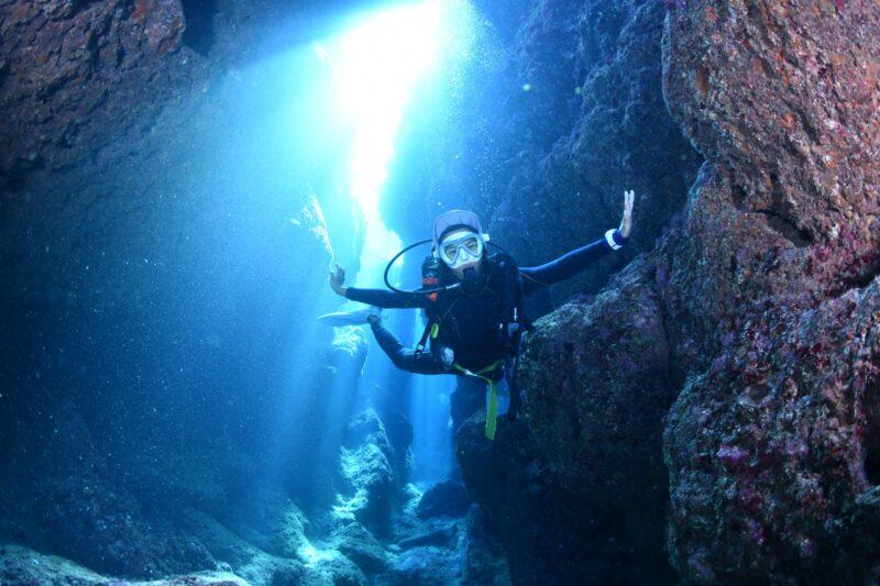 【恩納村】ライセンス取得者限定!「青の洞窟」でファンダイビングツアー(No.5)