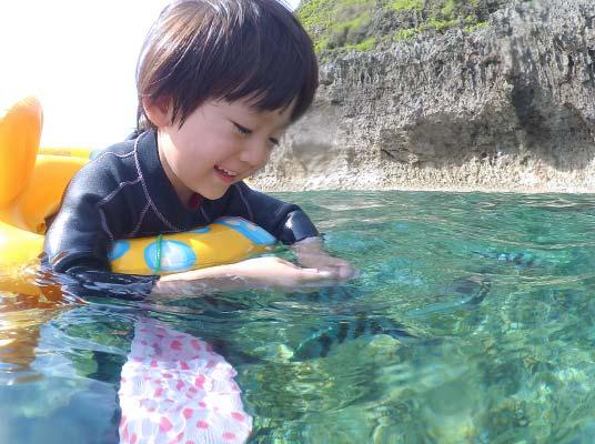 【恩納村】1歳から参加可能!「青の洞窟」ぷかぷか子供シュノーケリング(No.4)