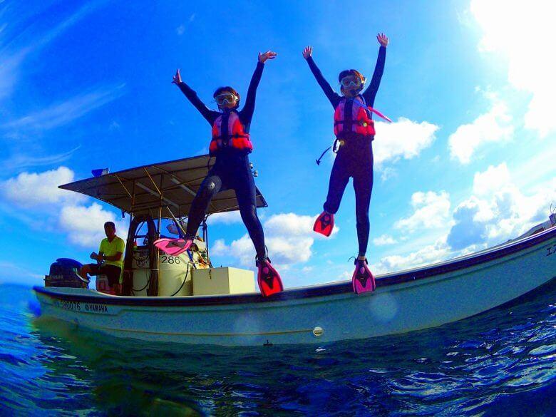 【恩納村】毎日5組限定!「青の洞窟」ボートシュノーケリング&パラセーリング(No.48)