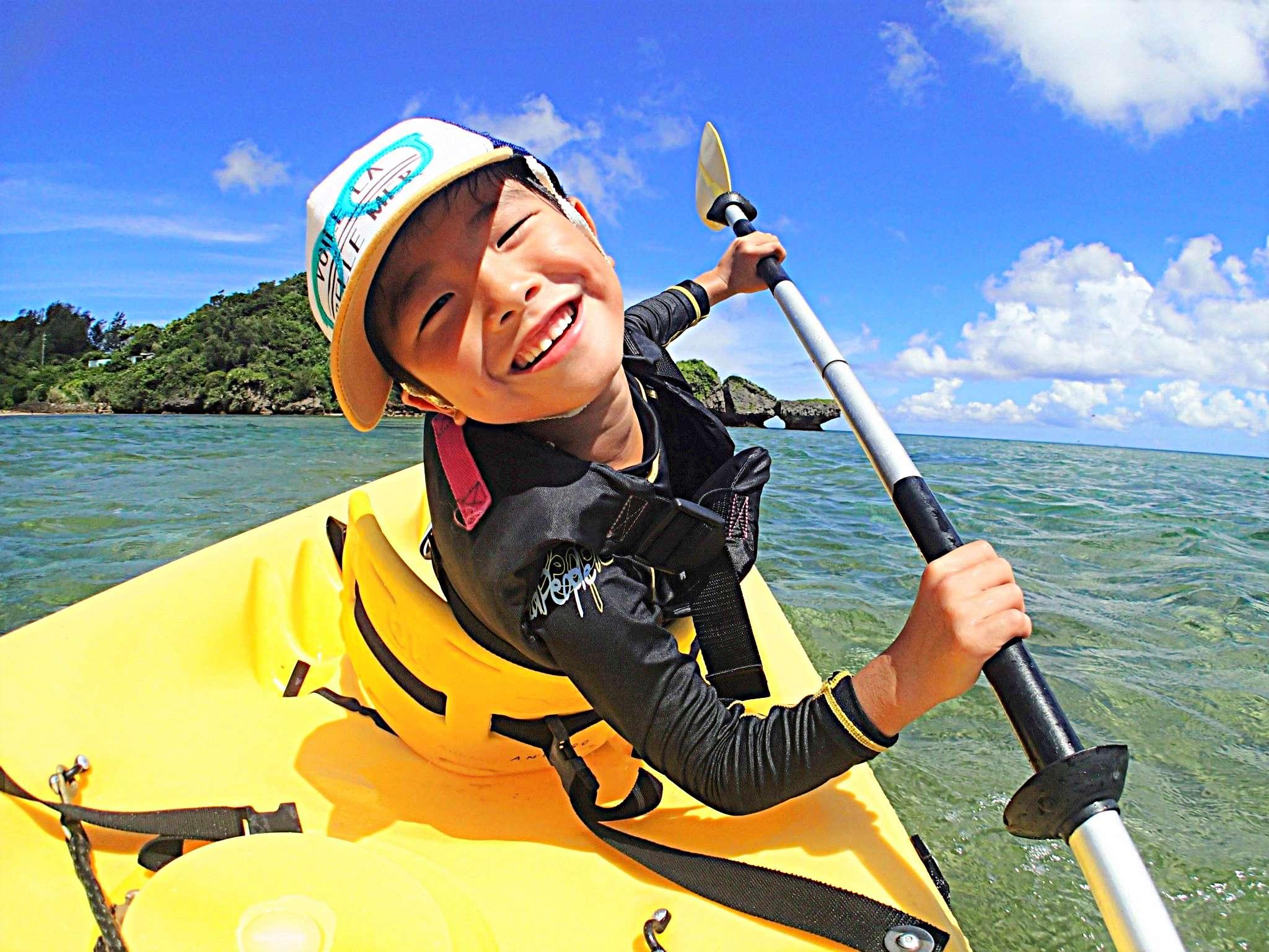【恩納村】2歳から参加可能!カヤック&南国ホワイトビーチで熱帯魚シュノーケル(No.86)