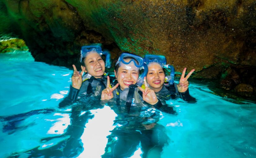 青の洞窟でシュノーケリング