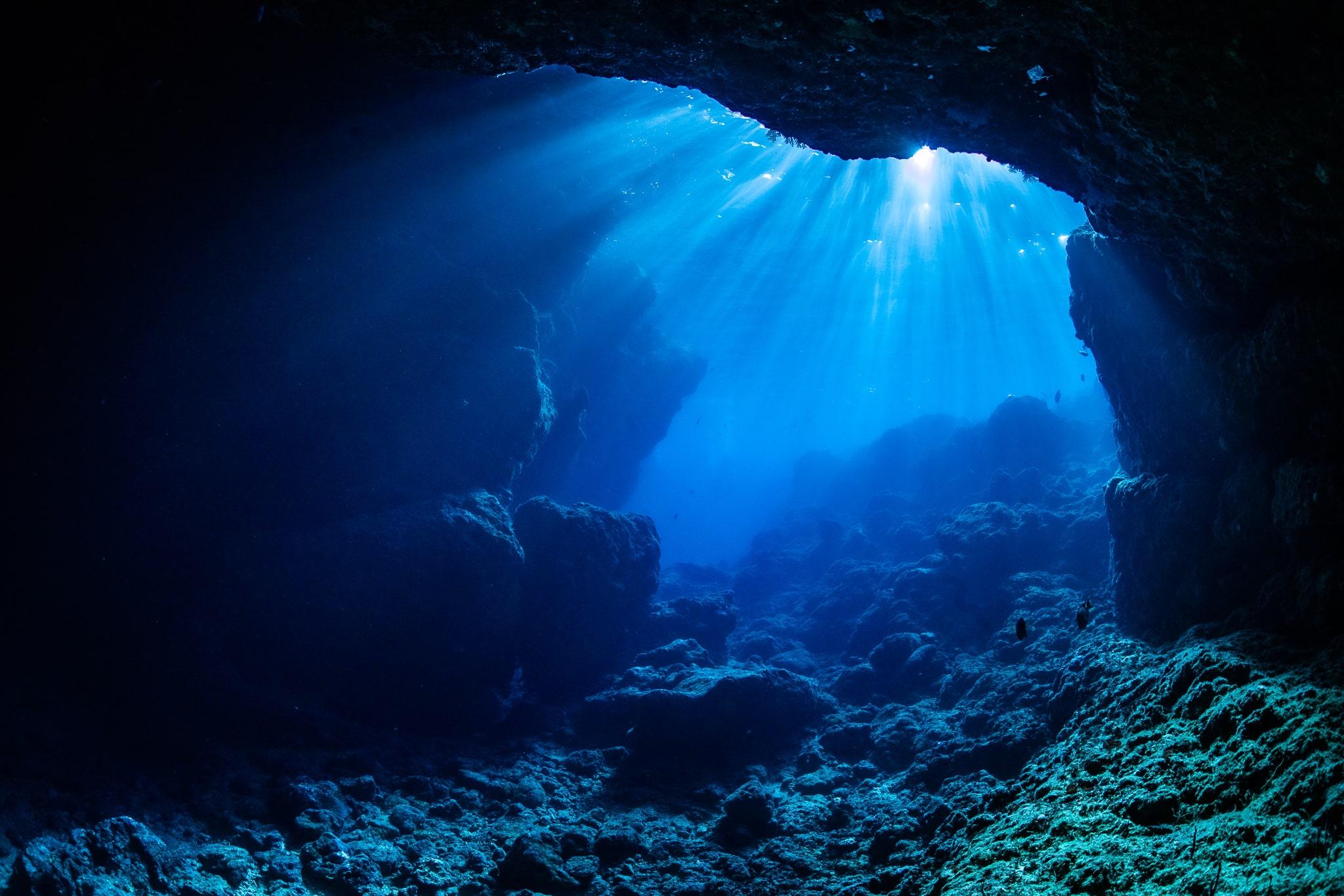 【恩納村】【貸切制】4歳から参加OK!「青の洞窟」でシュノーケリングツアー(写真・動画撮影サービス付)(No.80)
