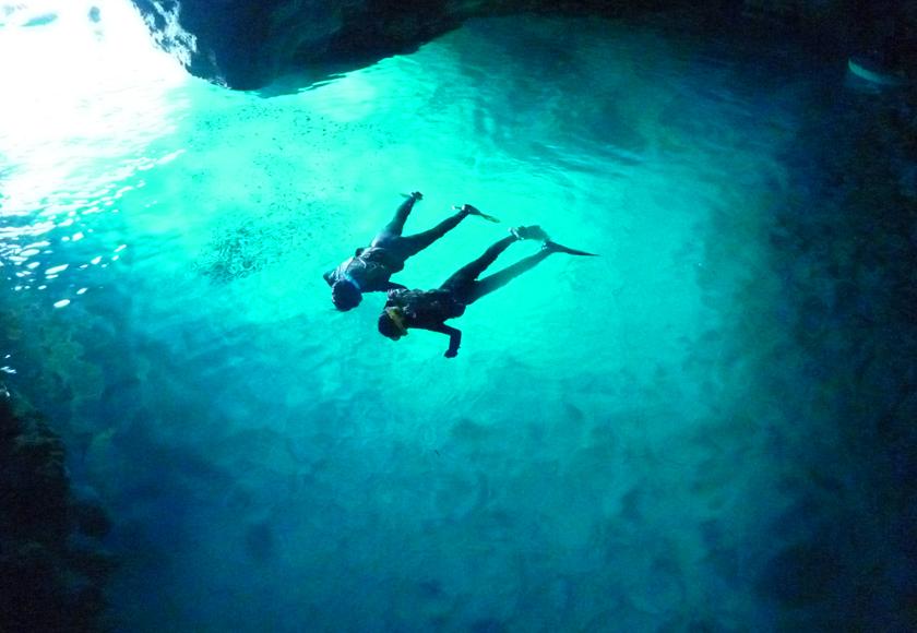 【2月~11月限定】「青の洞窟」シュノーケル&パラセーリングコース(写真撮影サービス付き)(No.118)